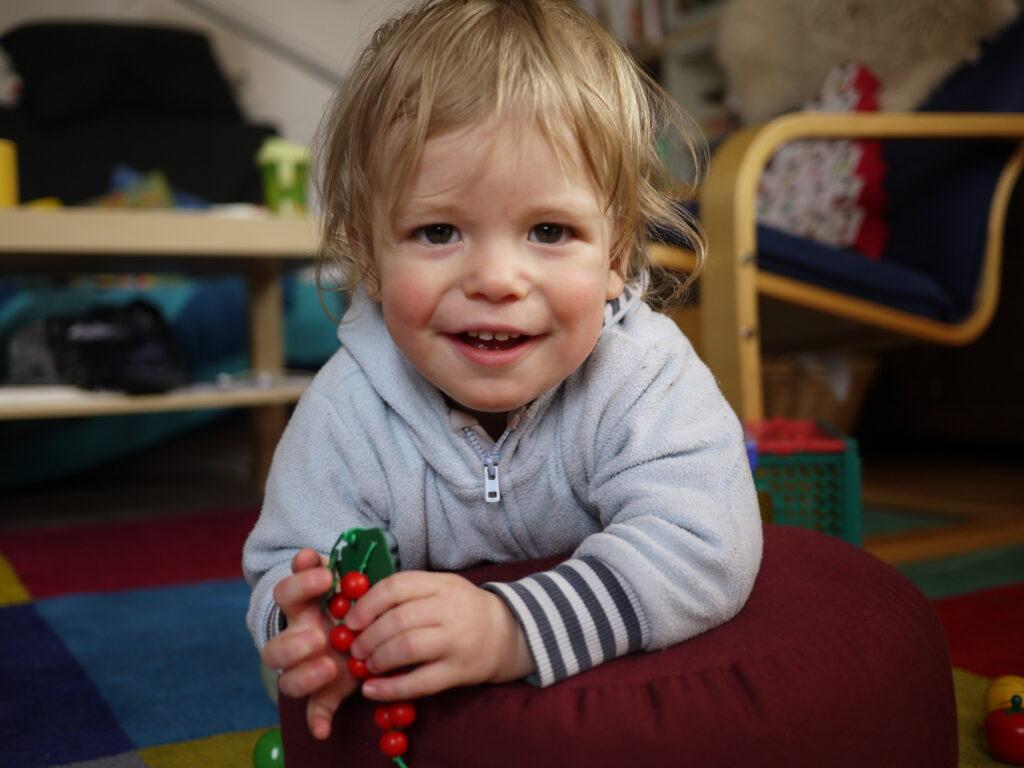 10 Monate alter Junge mit ADNP-Syndrom